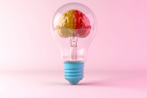 Una bombilla con un cerebro dentro