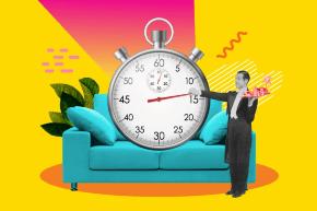 Un sofá con un cronometro y un mayordomo